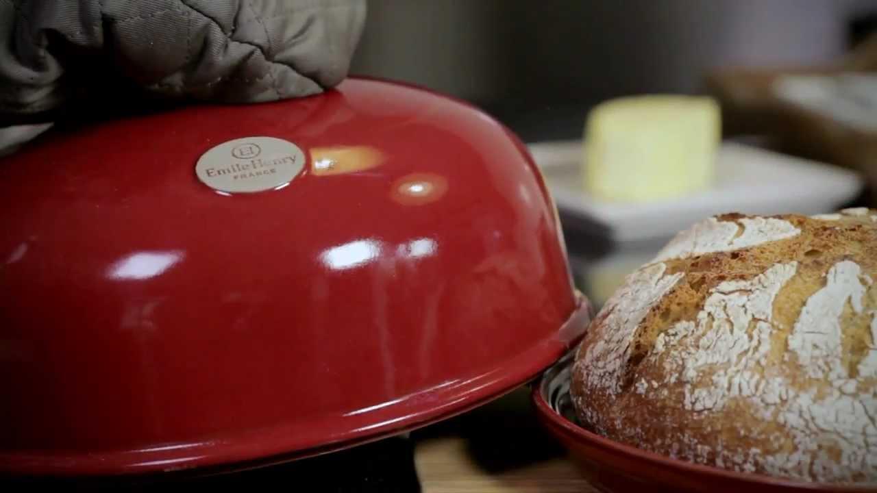 le moule pain emile henry le retour du pain maison youtube. Black Bedroom Furniture Sets. Home Design Ideas