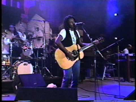 Tracy Chapman Mountains O'Things, Farm Aid 5 #2 3 14 92 ST TV SB147 AVI MPG