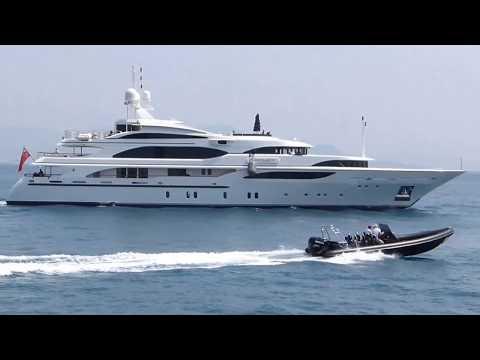 The US$ 30,000,000 Benetti Yacht Cakewalk leaving Antibes