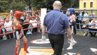 поединок на улице по тайскому боксу у детей