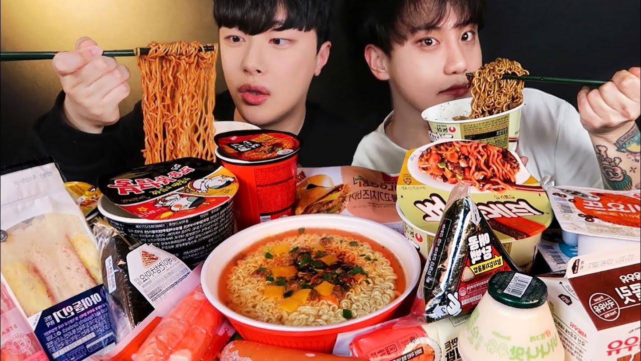 SUB)친구랑 편의점 먹방? 불닭볶음면 짜파게티 왕뚜껑 컵라면 삼각김밥 샌드위치 Korean convenience store Mukbang