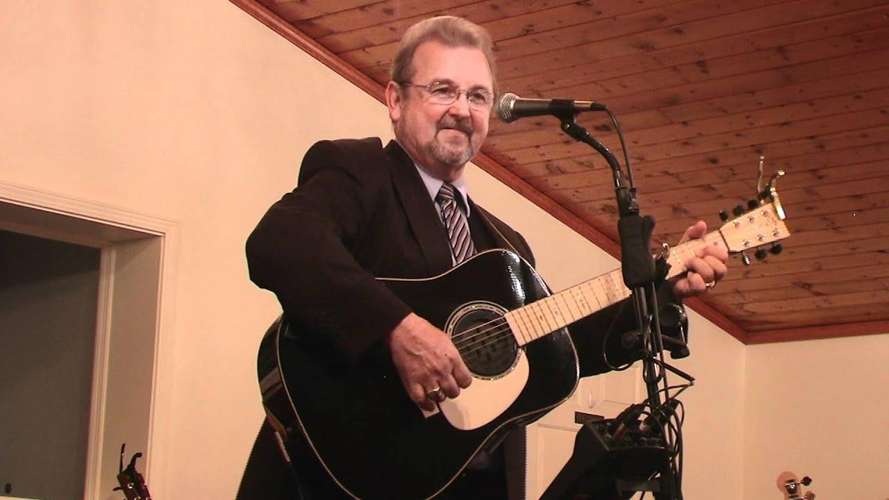 Wayne Watson - Man In The Middle Chords - Chordify