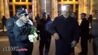 NO COMMENT. Րաֆֆի Հովհաննիսյանը ծաղիկները նվիրեց Վալերի Օսիպյանին