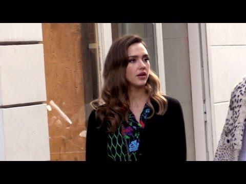 EXCLUSIVE: Jessica Alba goes shopping in Le Marais in Paris
