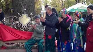Открытие кованой лавки в городе Хмельницкий(В День города Хмельницкий состоялось открытие кованой лавочки с описанием в честь ясеня, который простоял..., 2013-10-04T07:09:59.000Z)