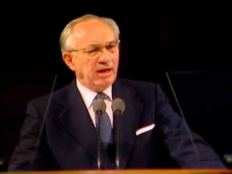 President Hinckley tells of the three 18 year old boys from the sweet water river rescue.