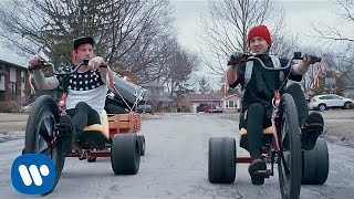twenty one pilots: Stressed Out [OFFICIAL VIDEO](twenty one pilots' music video for 'Stressed Out' from the new album, Blurryface - available now on Fueled By Ramen. Get it on… iTunes: ..., 2015-04-28T03:05:18.000Z)