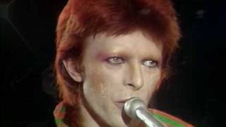 Repeat youtube video David Bowie - Space Oddity live excellent quality