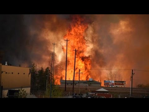 Wildfire in Alberta's energy heartland forces thousands to flee