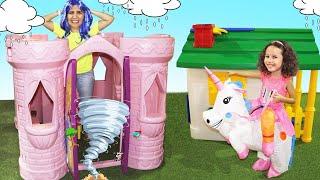 Valentina com fantasia de unicórnio brincando de casinha