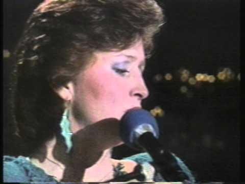 Bonnie Raitt - Love Me Like A Man - Austin City Limits 1984