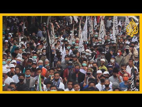 الآلاف يتظاهرون في إندونيسيا وإيران احتجاجا تنديدا بالرسوم المسيئة للنبي محمد صلى الله عليه وسلم.