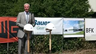 Oberbürgermeister setzt ersten Spatenstich für neue Bauer Fertigungshalle in Esslingen