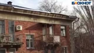 видео Экономная стройка в России. Как нельзя делать натяжной потолок часть1. Или у застройщика сроки!