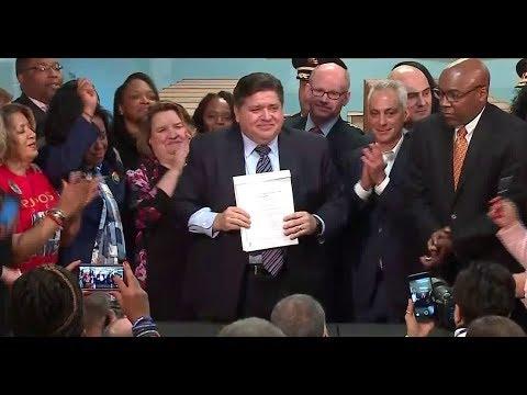 Gov. Pritzker signs Illinois' first gun licensing bill into law
