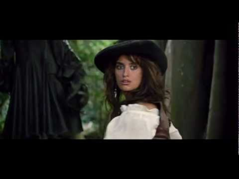 Johnny Depp and Penélope Cruz get close in Pirates of the Caribbean On Stranger Tides