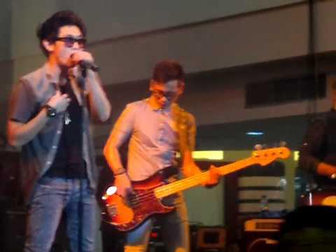 Seventeen - Hal terindah at KAZA Surabaya Sabtu 31/03/2012