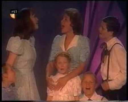 Musical Awards 2002 - Sound of Music medley