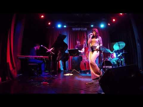 Laura González + Ernesto Amstein trio - Raindrops keep falling on my head