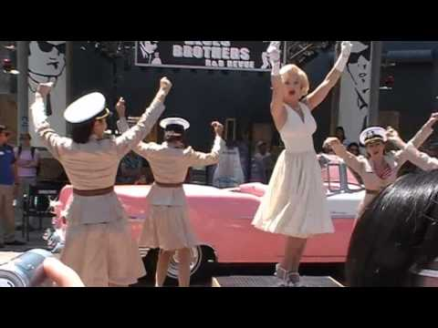 Marilyn Monroe Impersonator Live Performance at Universal Studios