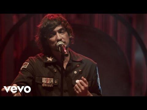 León Larregui - Brillas (Live)
