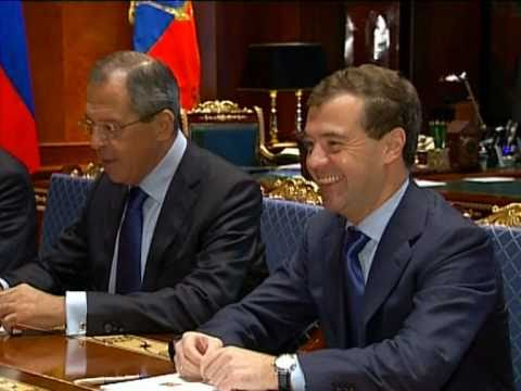 Medvedev meets Hague to discuss Russia-UK relations (by RT)