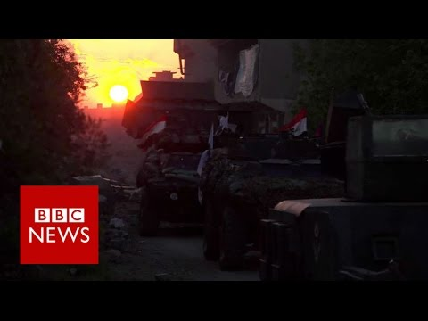 Spending a night on Mosul's frontline  - BBC News