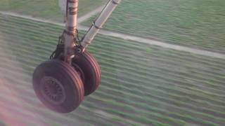 Horizon Air Dash 8-Q400 landing in Santa Rosa, CA