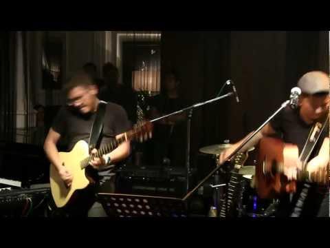 Sandhy Sondoro - Anak Jalanan @ Mostly Jazz 04/05/12 [HD]