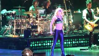 Shakira ~  She Wolf (Live From Paris) [HDTV]