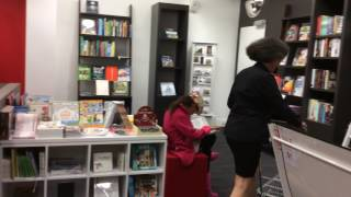 Love book store / 爱心书店