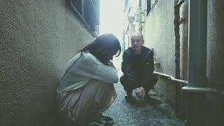 無戸籍の少女ルカは怪しい男に出会い、不思議な仕事をすることになる。...
