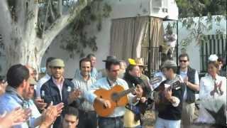 Coro de La Campana cantándole a la hdad del Rocio de Carmona