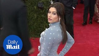 Hailey Baldwin Unveils Dramatic Darker Hairstyle At Met Gala   Daily Mail