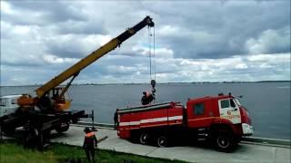 На саратовской набережной под землю провалилась пожарная машина