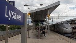 Treinen op station Lysaker (Noorwegen)