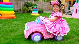 Katy like a Minnie Mouse pretend play in cleaning house and cooking toy food cafe for childen