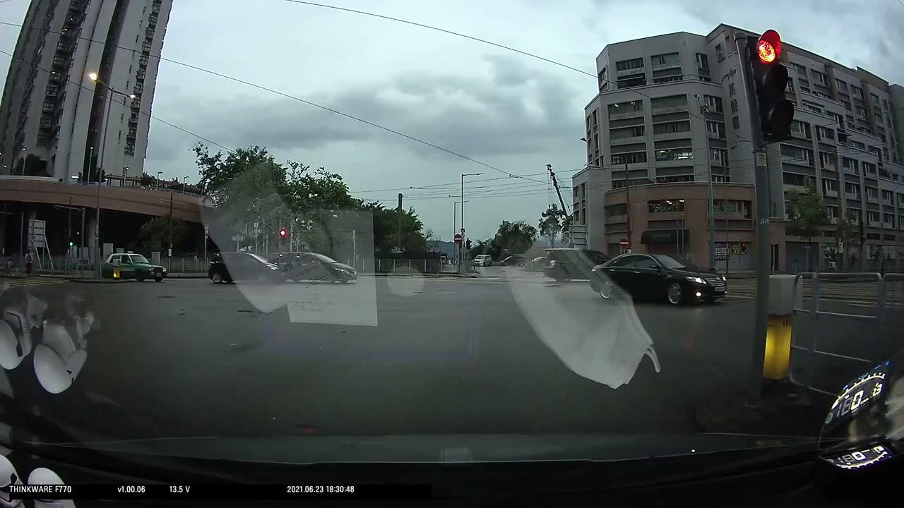 車CAM直擊 - 轉右線直去,俾錢喇!