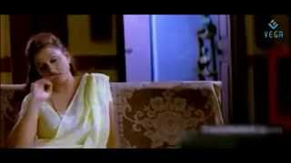 Repeat youtube video Pathu Pathu Movie Romantic Scenes
