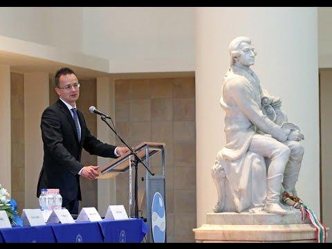 Szijjártó Péter előadása a Közgazdász-vándorgyűlésen