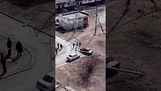 В Нижнем Тагиле столб освещения упал на машину