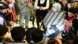 امير قاسم بيغني موال الام والعريس يقبل قدم امه فى لحظة مؤثرة جدا ابكت الضيوف بعد ماغني لها