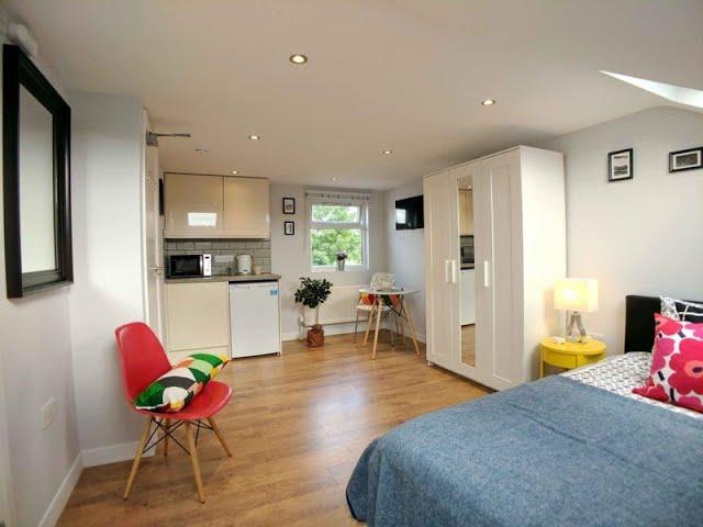 Luxury En-Suite Loft Room in Abbey Wood Main Photo