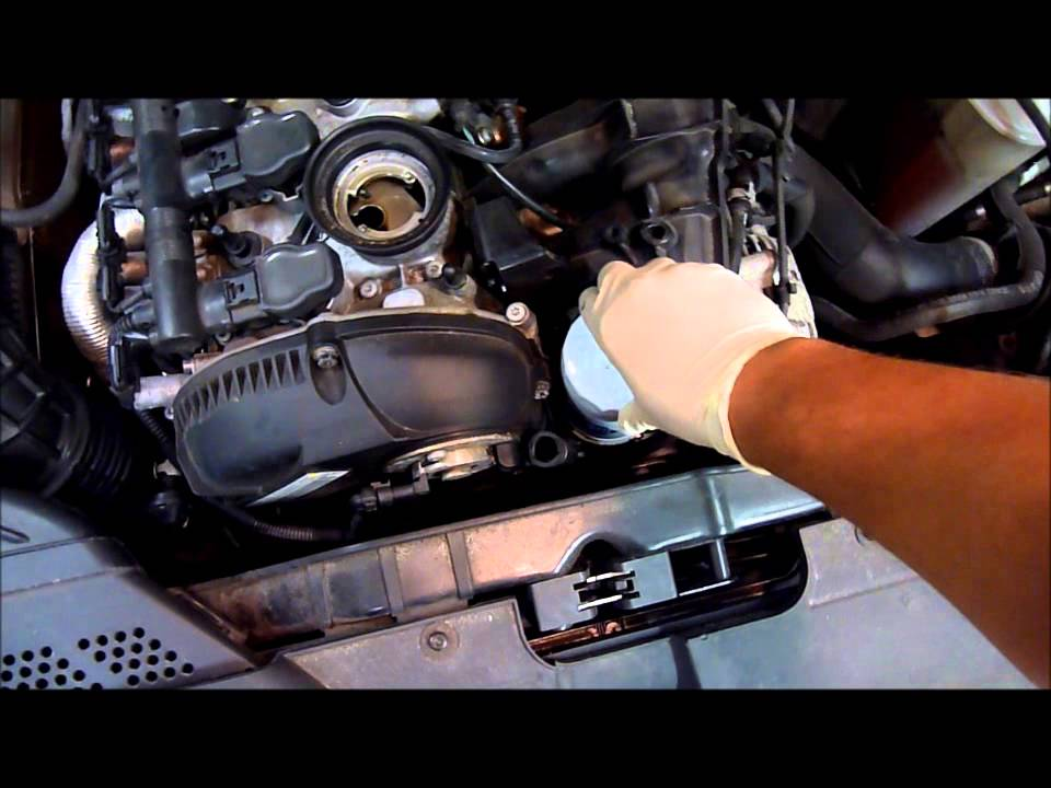 Audi B8 A4 2 0t Oil Change Wmv Youtube