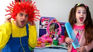 Masha and Papa Play Hair Styling Beauty Salon