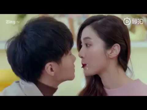 Những nụ hôn nóng bỏng trong phim CÓ LẼ LÀ YÊU