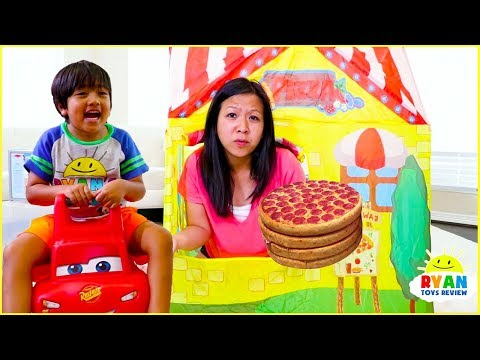 Ryan Pretend Play Pizza Delivery Cooking Playhouse!!! - Видео онлайн