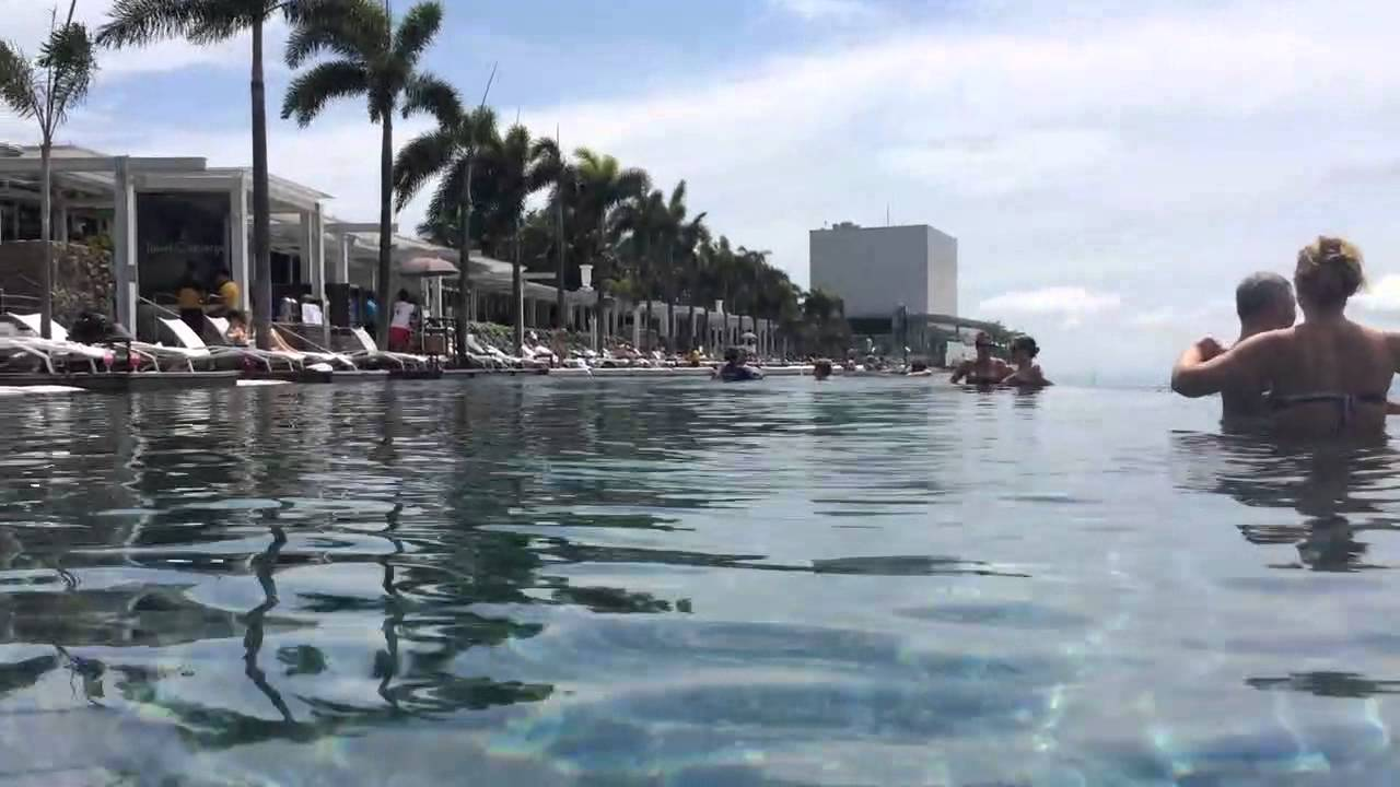 Piscine marina bay sands singapour youtube for Singapour marina bay sands piscine