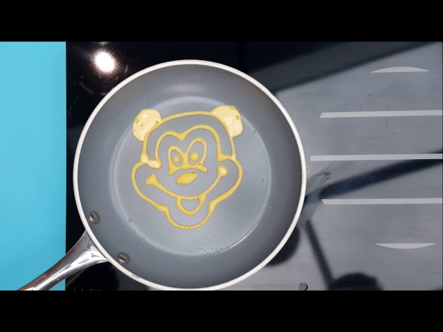 Equalibras Pancake Art -  Mickey Mouse