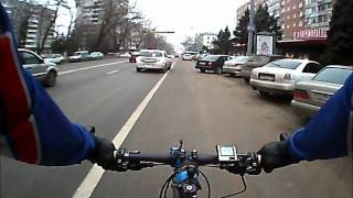 Велосипедист в городе.wmv